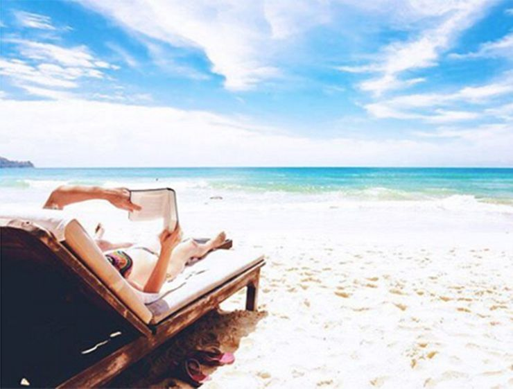 10 Brainy Beach Reads