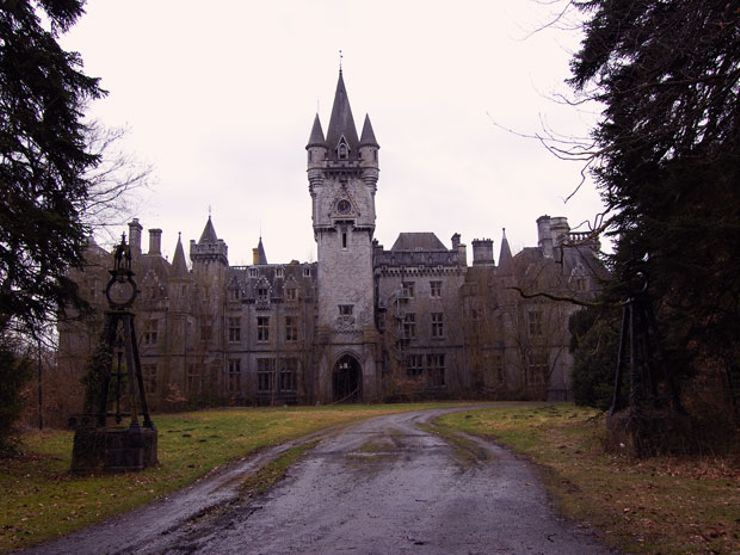 7 Hauntingly Beautiful Abandoned Castles
