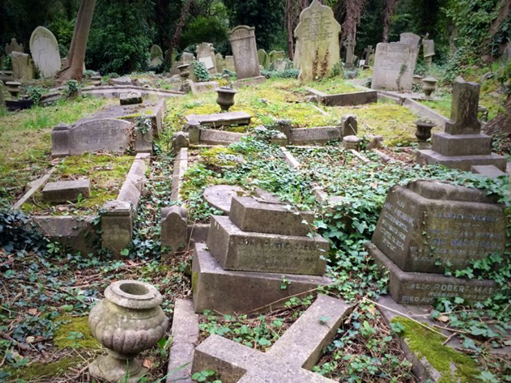 creepy cemeteries