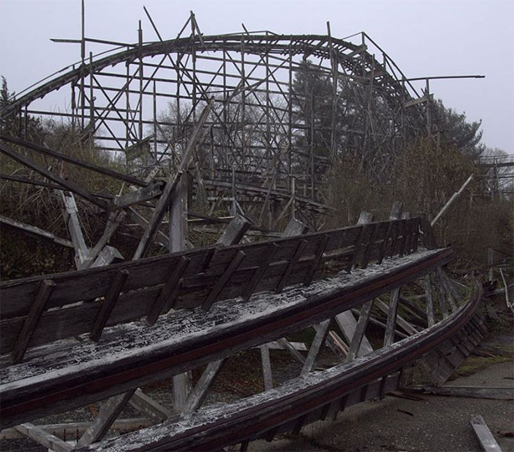 10 Eeriest Abandoned Amusement Parks