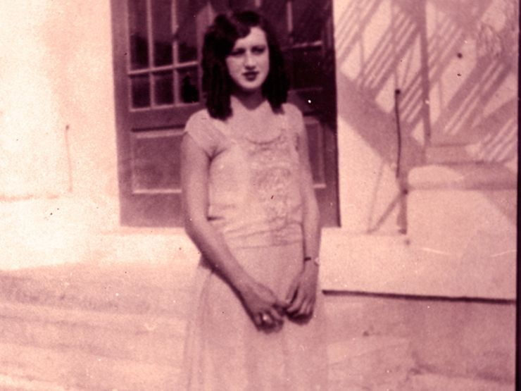A photo of young Elena de Hoyos