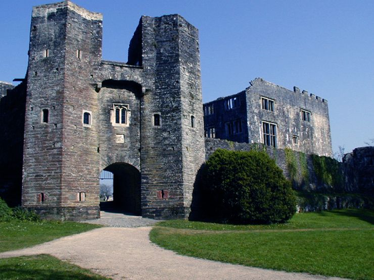 6.-Berry_Pomeroy_Castle