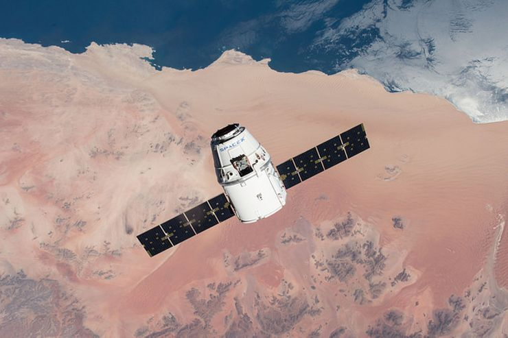 SpaceX Moon mission SpaceX Dragon
