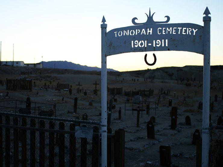 clown motel old tonopah cemetery