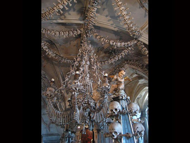 4. sedlec chandelier