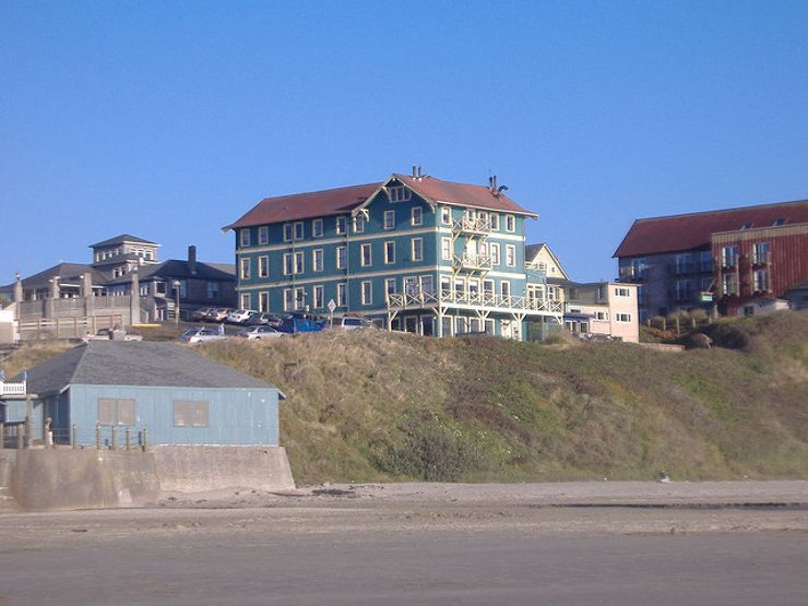 romantic beach getaways Sylvia Hotel Newport Oregon