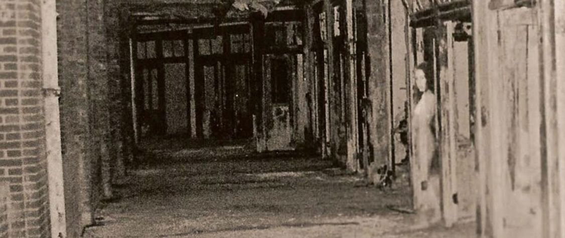 10 Creepy Photos of Apparitions Captured in Haunted Hospitals and Insane Asylums