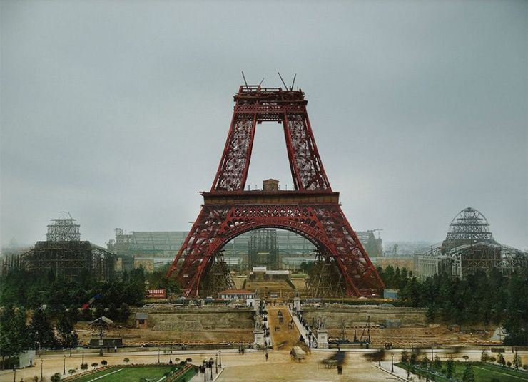 eiffel tower colorized