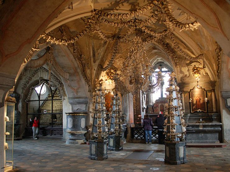 2. sedlec-ossuary-entrance
