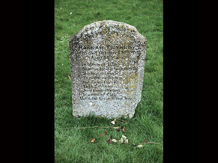 hannah twynnoy weird graves