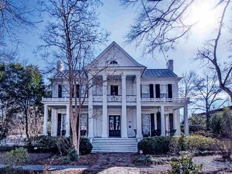 9 Real Haunted Houses You Can Actually Buy … If You Dare