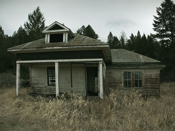 scary paranormal encounters abandoned house