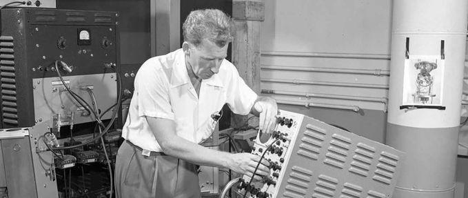 A man sets up a machine at Oak Ridge National Laboratory