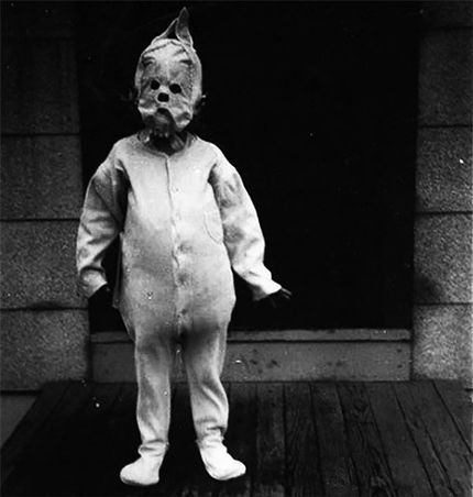Vintage Halloween Costume Pictures.14 Creepy And Bizarre Vintage Halloween Costumes