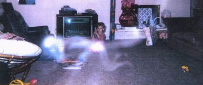 12 Unexplained Paranormal Photos #WeirdButTrue
