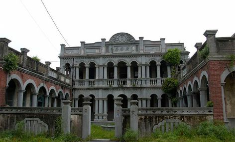 8 Creepy Abandoned Mansions from Around the World